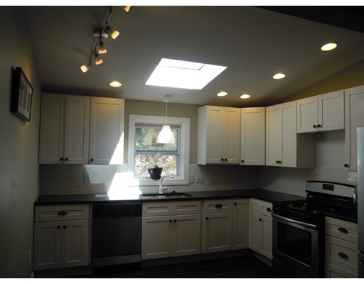 Casa Unifamiliar por un Venta en 4 Indian Drive Chelmsford, Massachusetts 01824 Estados Unidos