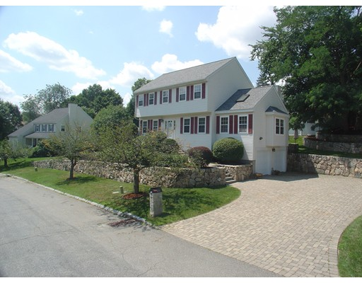Maison unifamiliale pour l Vente à 8 Sudbury Landing Framingham, Massachusetts 01701 États-Unis