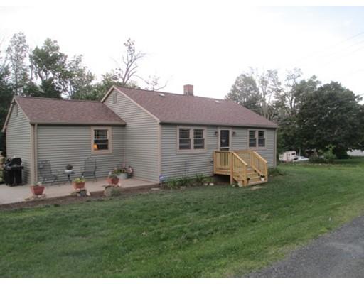 Maison unifamiliale pour l Vente à 2 Maple Lane 2 Maple Lane Blandford, Massachusetts 01008 États-Unis