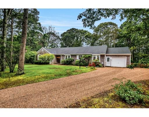 واحد منزل الأسرة للـ Sale في 15 Village Falmouth, Massachusetts 02536 United States