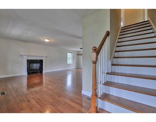واحد منزل الأسرة للـ Sale في 8 Magnavista Drive Haverhill, Massachusetts 01830 United States