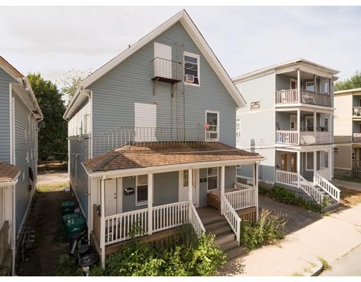 Maison avec plusieurs logements pour l Vente à 17 Falmouth Attleboro, Massachusetts 02703 États-Unis