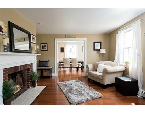واحد منزل الأسرة للـ Sale في 62 Hobart Street Hingham, Massachusetts 02043 United States