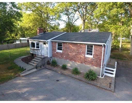 Maison unifamiliale pour l Vente à 19 Leedham Street Attleboro, Massachusetts 02703 États-Unis