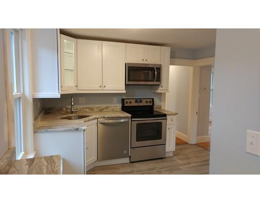 Apartamento por un Alquiler en 235 Pleasant Street #2 235 Pleasant Street #2 Walpole, Massachusetts 02032 Estados Unidos