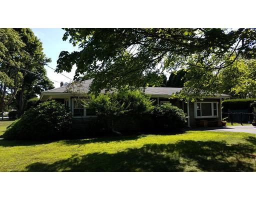 واحد منزل الأسرة للـ Sale في 45 Robinson Road Falmouth, Massachusetts 02540 United States