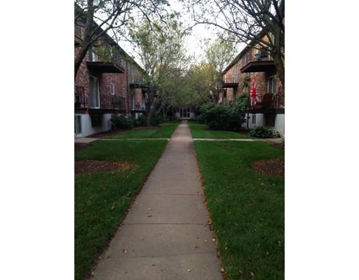 شقة بعمارة للـ Sale في 30 WESTGATE Road Boston, Massachusetts 02467 United States