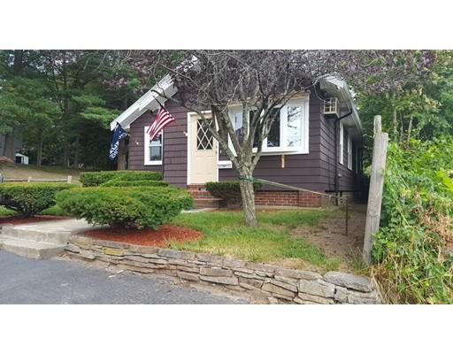 Частный односемейный дом для того Продажа на 104 Augustine Street Brockton, Массачусетс 02301 Соединенные Штаты