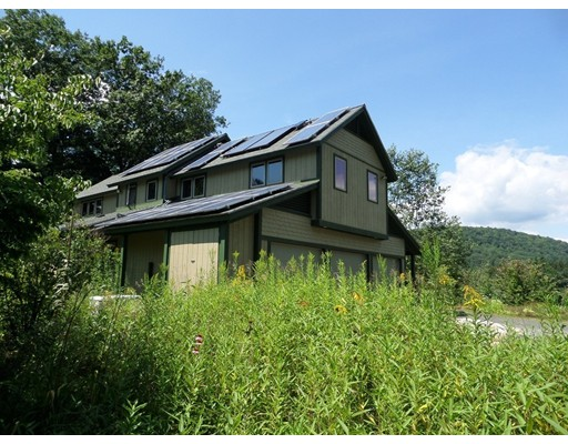 واحد منزل الأسرة للـ Sale في 15 Montgomery Road 15 Montgomery Road Huntington, Massachusetts 01050 United States