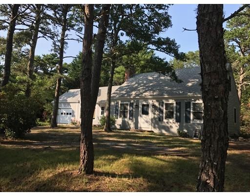 Частный односемейный дом для того Продажа на 37 Cliff Pond Road Brewster, Массачусетс 02631 Соединенные Штаты