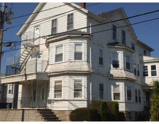 Casa Multifamiliar por un Venta en 242 Stafford Road Fall River, Massachusetts 02721 Estados Unidos