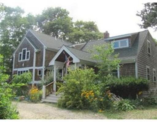واحد منزل الأسرة للـ Sale في 80 Regis Road Falmouth, Massachusetts 02536 United States