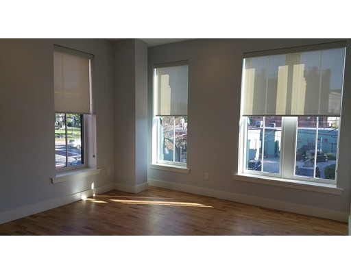 Apartamento por un Alquiler en 13 W Central St #3 13 W Central St #3 Natick, Massachusetts 01760 Estados Unidos
