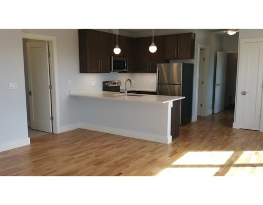 Apartamento por un Alquiler en 13 W Central St #11 13 W Central St #11 Natick, Massachusetts 01760 Estados Unidos