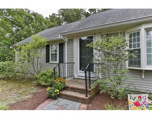 Частный односемейный дом для того Продажа на 6 Anawan Road Brewster, Массачусетс 02631 Соединенные Штаты
