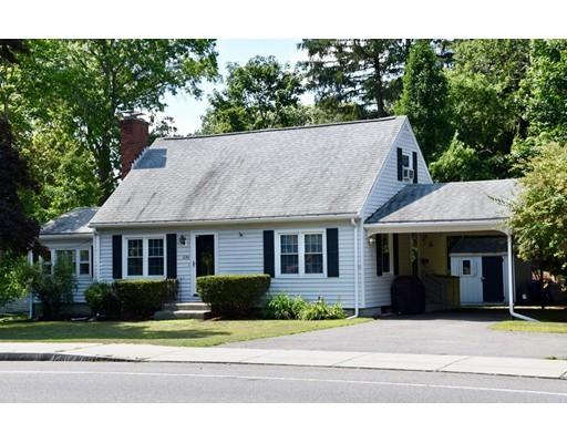 Частный односемейный дом для того Продажа на 696 North Main Street Attleboro, Массачусетс 02703 Соединенные Штаты