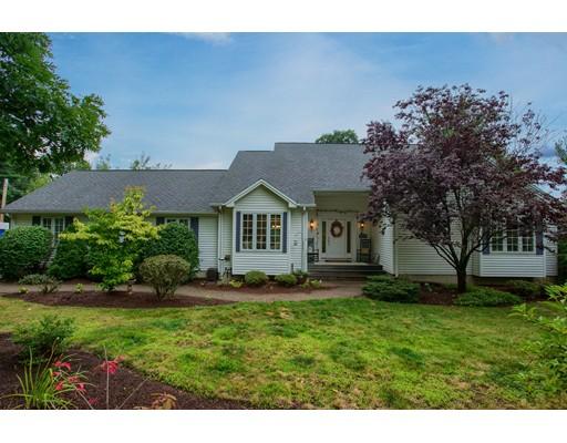 واحد منزل الأسرة للـ Sale في 1085 Oak Hill Road Fitchburg, Massachusetts 01420 United States
