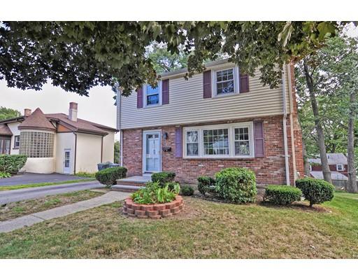 Maison unifamiliale pour l Vente à 55 Taylor Avenue Dedham, Massachusetts 02026 États-Unis