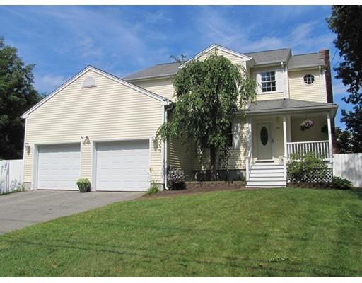 Частный односемейный дом для того Продажа на 983 County Street Attleboro, Массачусетс 02703 Соединенные Штаты