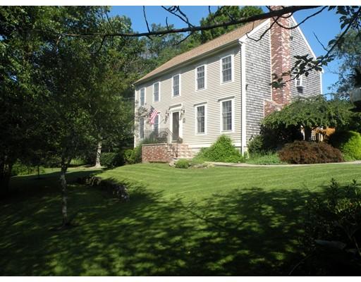 واحد منزل الأسرة للـ Sale في 17 Davis Farm Lane Acushnet, Massachusetts 02743 United States