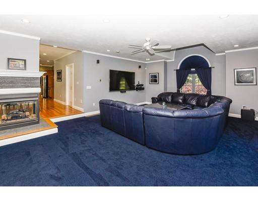 واحد منزل الأسرة للـ Sale في 654 Dedham Street Wrentham, Massachusetts 02093 United States
