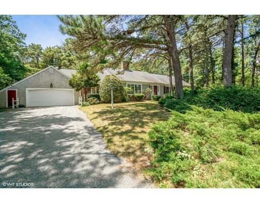 واحد منزل الأسرة للـ Sale في 490 Cotuit Bay Drive Barnstable, Massachusetts 02635 United States