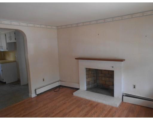独户住宅 为 销售 在 18 Vermont Avenue 布罗克顿, 马萨诸塞州 02302 美国