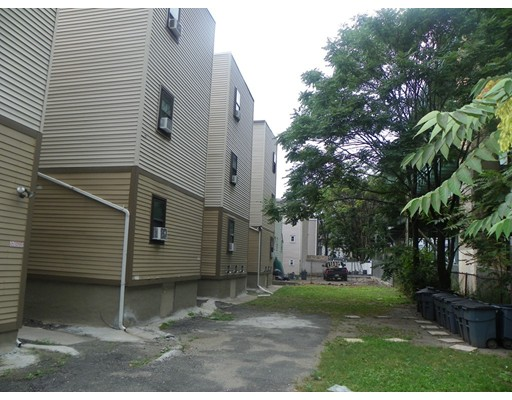 Maison multifamiliale pour l Vente à 104 Chestnut Street Chelsea, Massachusetts 02150 États-Unis
