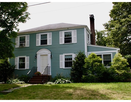 Частный односемейный дом для того Продажа на 19 Norman Road Hamilton, Массачусетс 01982 Соединенные Штаты