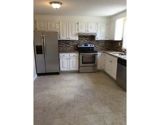 Частный односемейный дом для того Аренда на 30 Yorktown Court Chicopee, Массачусетс 01020 Соединенные Штаты