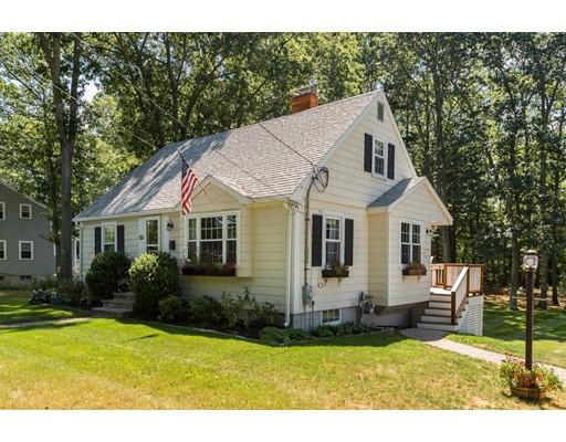 واحد منزل الأسرة للـ Sale في 421 East Street Hingham, Massachusetts 02043 United States