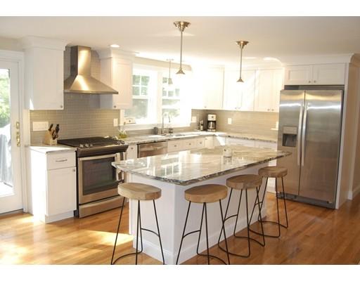Maison unifamiliale pour l Vente à 304 Lake Shore Drive Duxbury, Massachusetts 02332 États-Unis