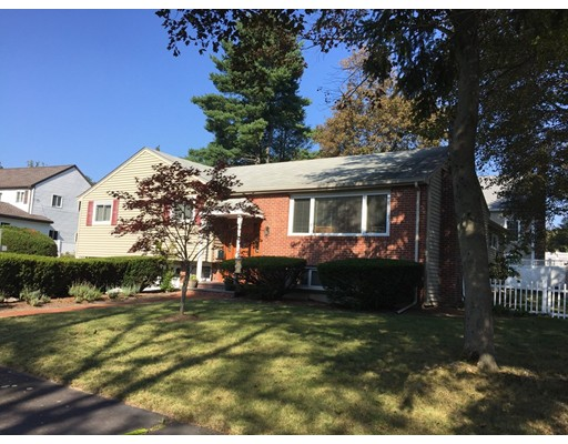 Single Family Home for Sale at 32 Bobolink Road 32 Bobolink Road Wellesley, Massachusetts 02481 United States