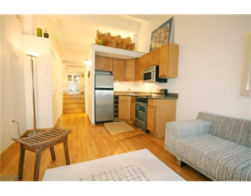 12 Stoneholm St 303, Boston, MA 02115