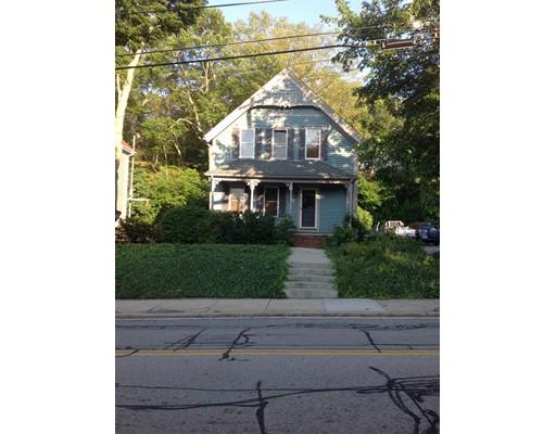 Maison unifamiliale pour l Vente à 632 S Main Street Woonsocket, Rhode Island 02895 États-Unis