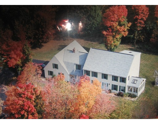 Casa Unifamiliar por un Venta en 88 Fiske Hill Road Sturbridge, Massachusetts 01566 Estados Unidos