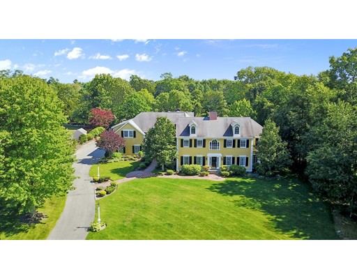Single Family Home for Sale at 17 Colonial Road Milton, Massachusetts 02186 United States
