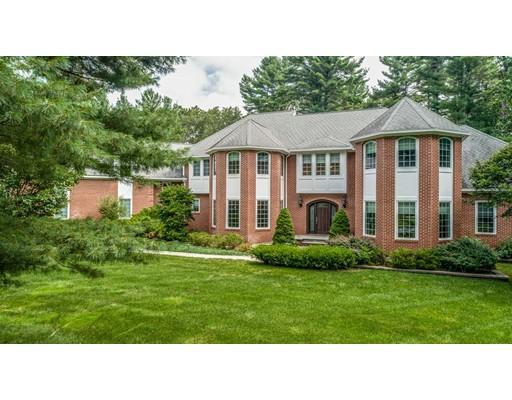 Maison unifamiliale pour l Vente à 24 Davis Road Carlisle, Massachusetts 01741 États-Unis