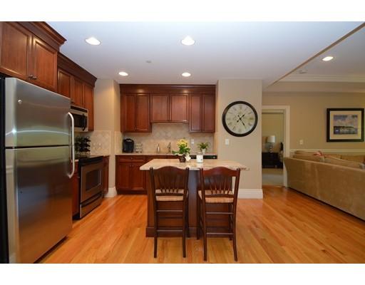 Condominio por un Venta en 12 Russell Road #406 12 Russell Road #406 Wellesley, Massachusetts 02482 Estados Unidos