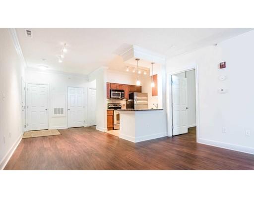 独户住宅 为 出租 在 333 Ricciuti Drive 昆西, 马萨诸塞州 02169 美国