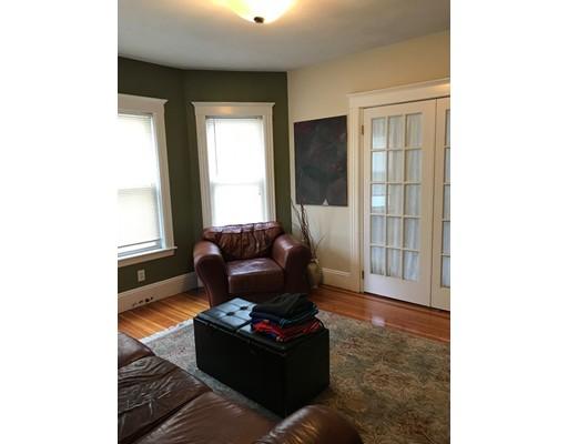 独户住宅 为 出租 在 106 Chestnut Street Everett, 马萨诸塞州 02149 美国