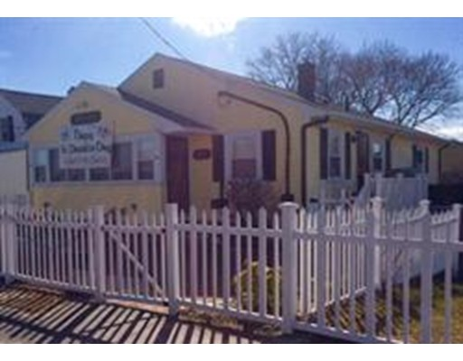 Single Family Home for Rent at 599 Nantasket Ave util incl #2 599 Nantasket Ave util incl #2 Hull, Massachusetts 02045 United States