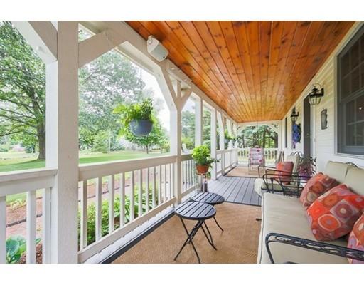 واحد منزل الأسرة للـ Sale في 4 Skunk Road 4 Skunk Road Merrimac, Massachusetts 01860 United States