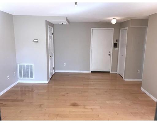 Casa Unifamiliar por un Alquiler en 1 Richdale Cambridge, Massachusetts 02140 Estados Unidos