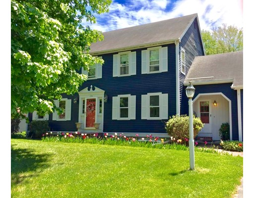 独户住宅 为 销售 在 156 Nichols Drive Taunton, 02780 美国