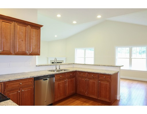 Additional photo for property listing at 69 Rogerson Crossing  Uxbridge, Massachusetts 01569 Estados Unidos