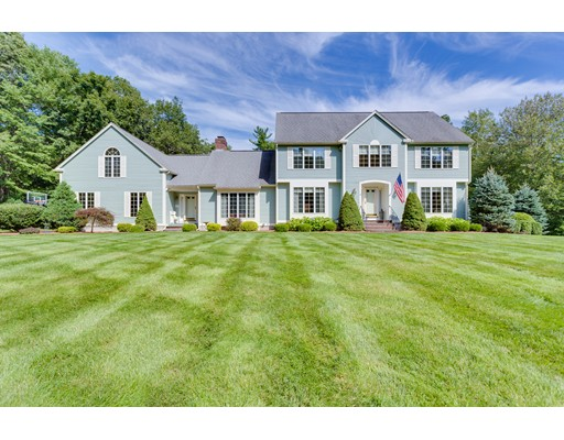 Single Family Home for Sale at 4 Brentwood Road 4 Brentwood Road Windham, New Hampshire 03087 United States