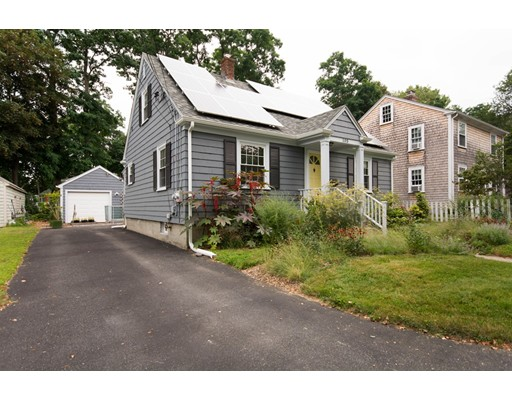Частный односемейный дом для того Продажа на 105 Peck Avenue 105 Peck Avenue Bristol, Род-Айленд 02809 Соединенные Штаты