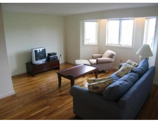 Additional photo for property listing at 624 Boston  Medford, Massachusetts 02155 Estados Unidos