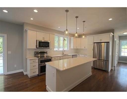独户住宅 为 销售 在 2 Pond Street 2 Pond Street Dunstable, 马萨诸塞州 01827 美国